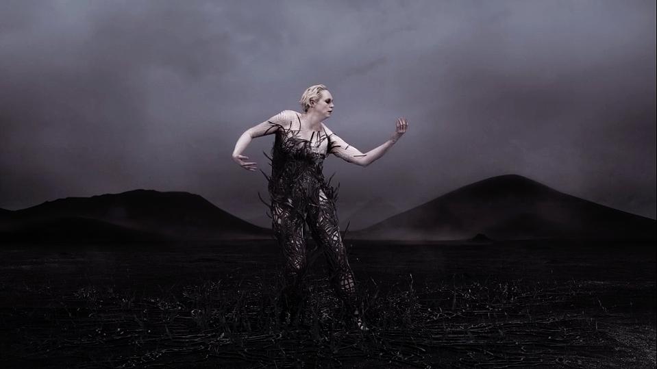Gwendoline Christie The Dress | STASH MAGAZINE