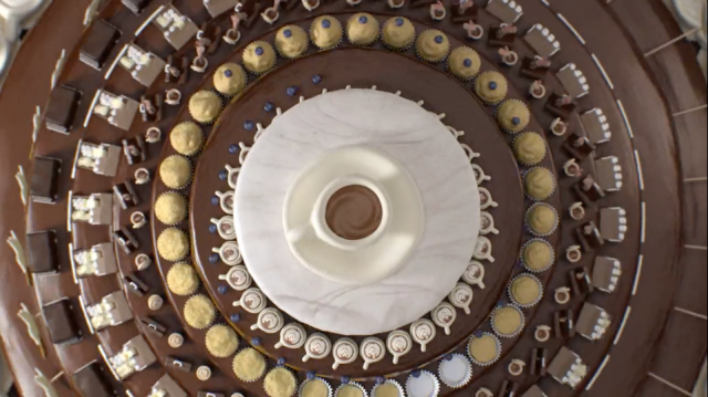Simon Robson Adds Icing to the Zoetrope Cake